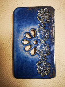 Inspiration indienne pour ce porte savon bleu en céramique