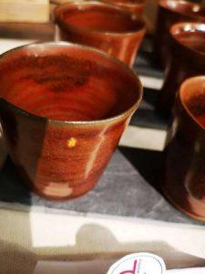 Tasse en grès rouge + émail rouge